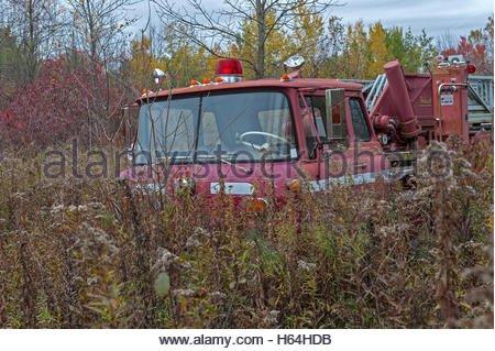 abandoned-fire-truck-h64hdb.jpeg