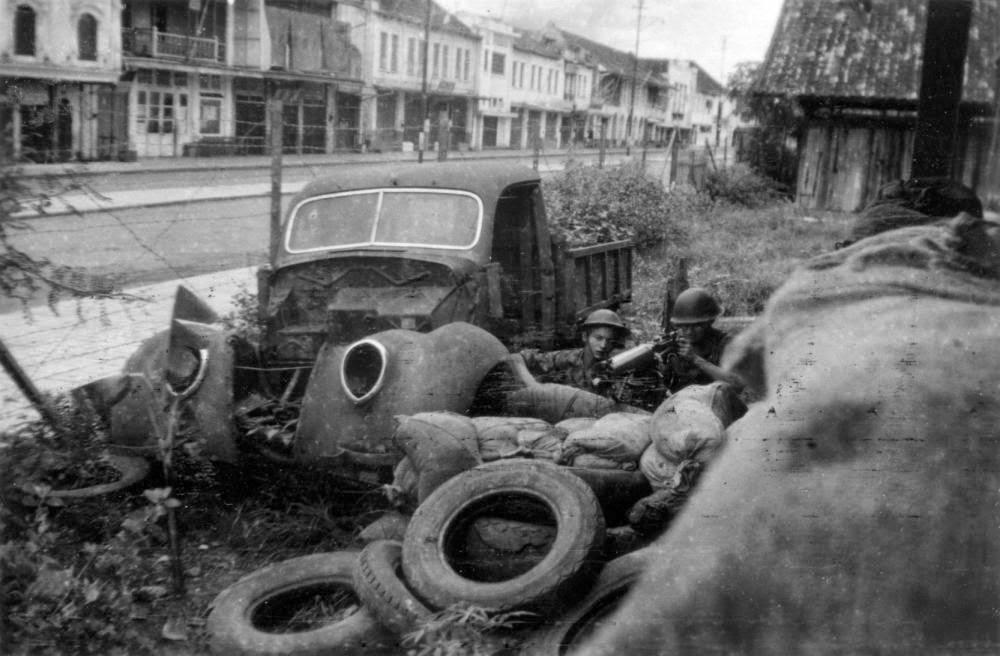 allied dutch troops palembang independence war battle machine gun car vehicle.jpg