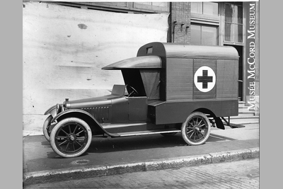 Ambulance Chalmers Mtl 1920.JPG