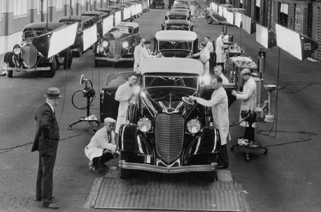 assembly line 1934 Lincoln final inspection.jpg