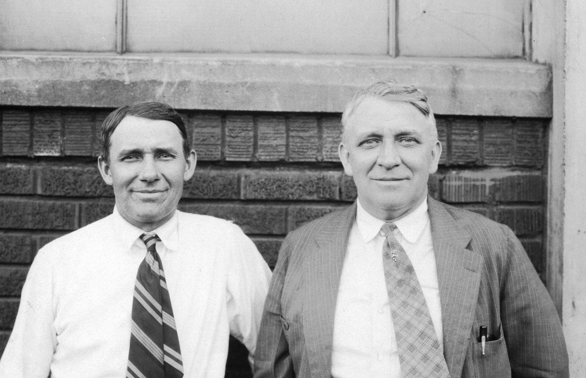August_and_Fred_Duesenberg,_1925.jpg