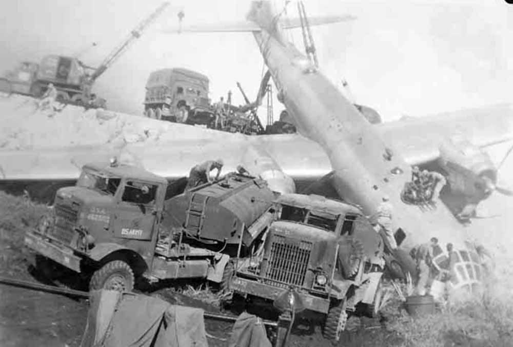 B-29_Superfortress_after_crash_landing.jpg