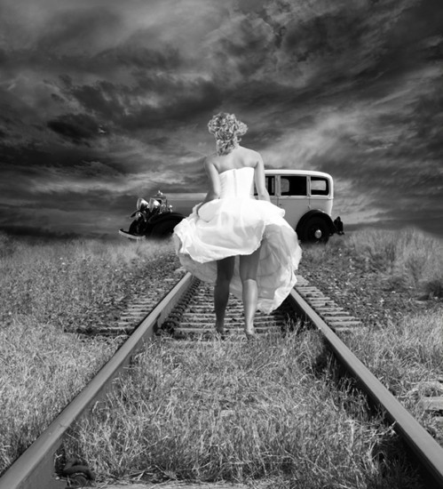 black-and-white-girl-railway-vintage-Favim_com-459415.jpg