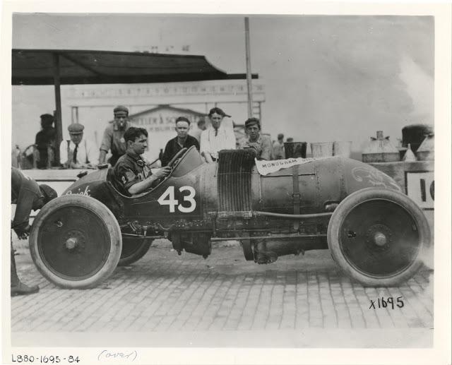 Bob Burman in Buick Bug racecar.jpg