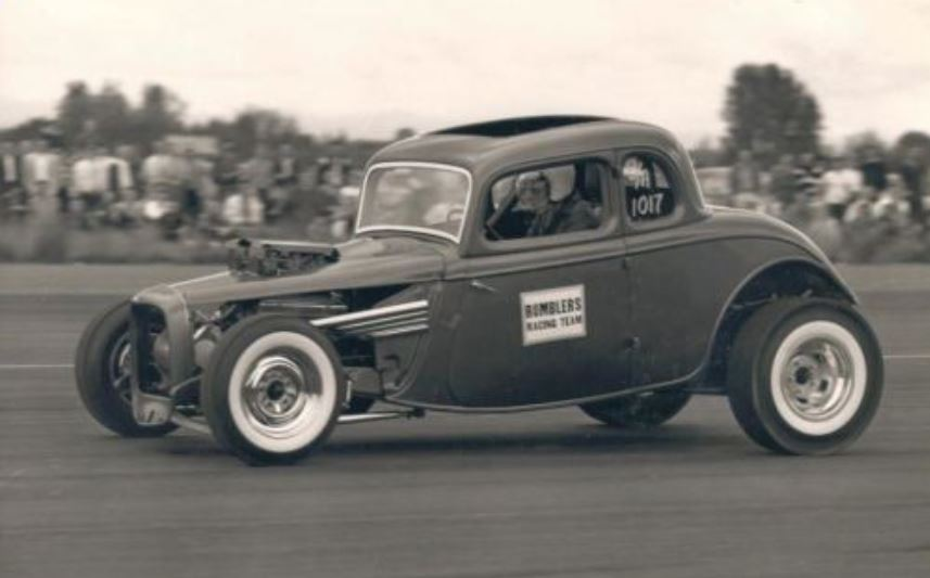 Bomblers Racing team and pipes.JPG