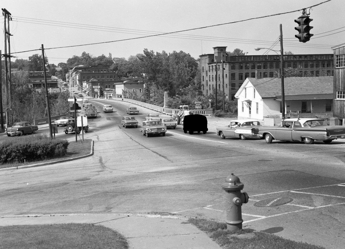 Burlington1965_02_2000.jpg