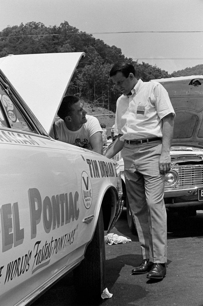 Campaigning Pontiac Super Sto.jpg