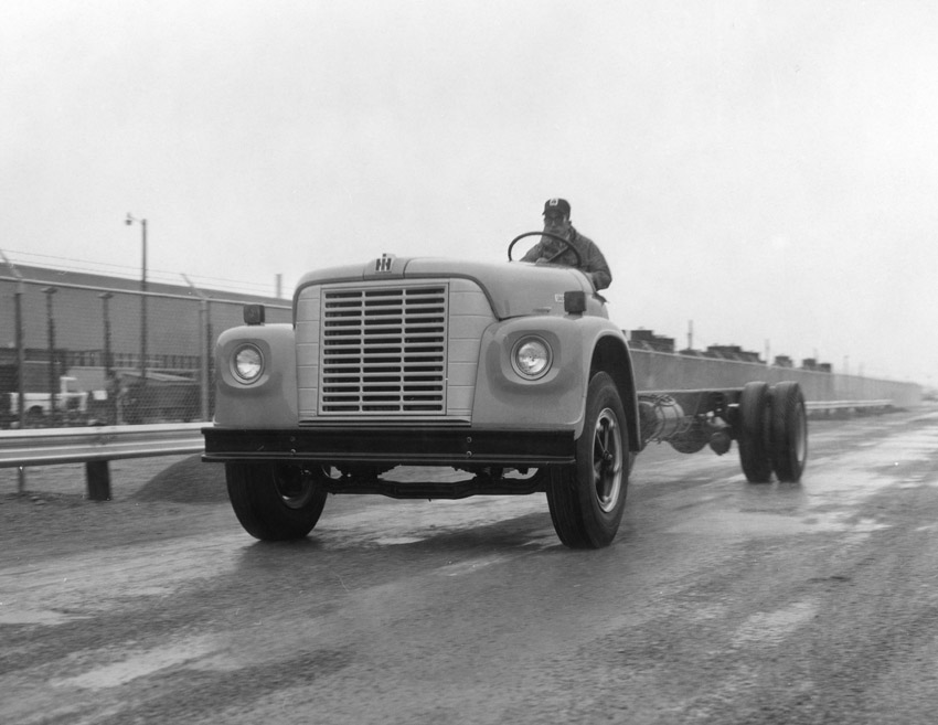 cars truck 1975_bus_chassis.jpg