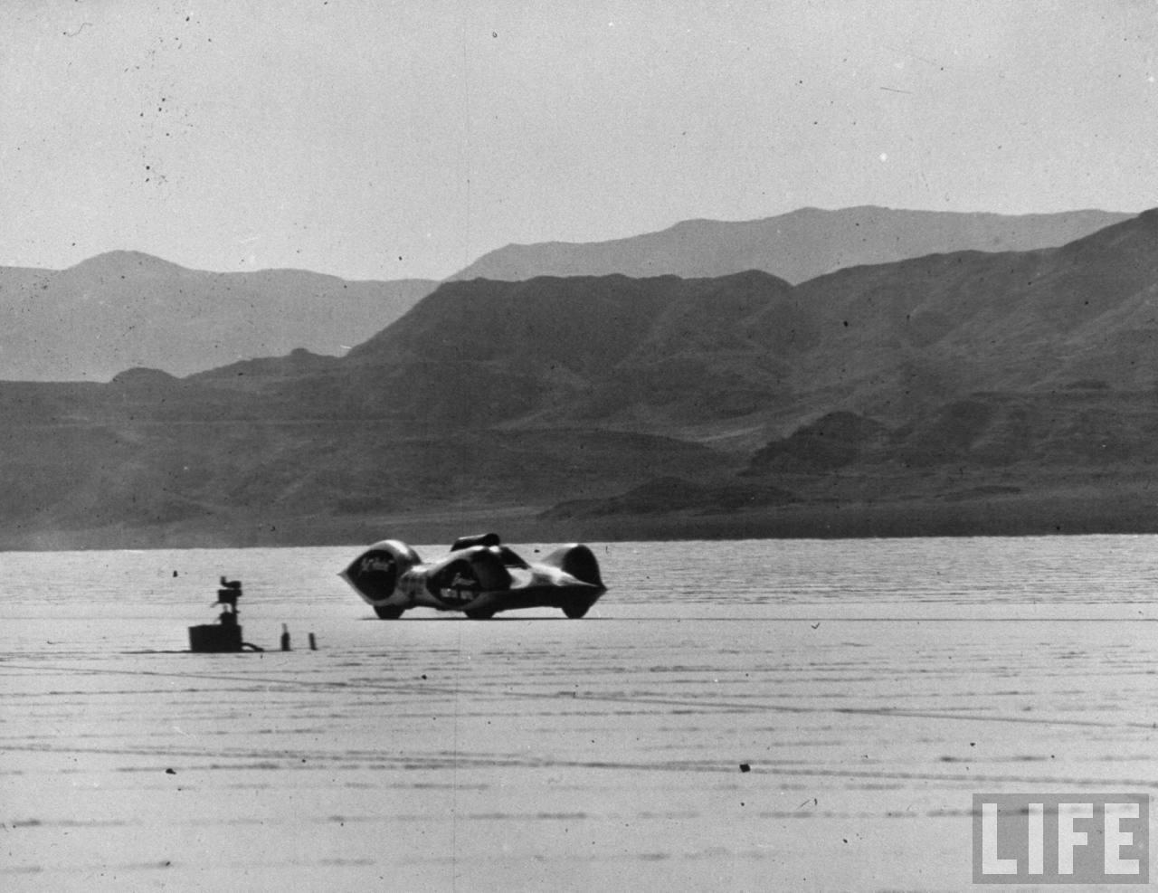 Chet Herbert's 'Beast 4' streamliner @ Bonneville Salt Flats - 1953 photo by JR Eyerman.jpg