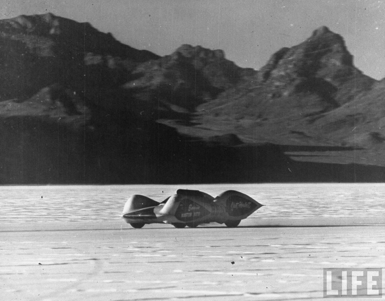 Chet Herbert's 'Beast 4' streamliner on the Bonneville Salt Flats - 1953 photo by JR Eyerman.jpg