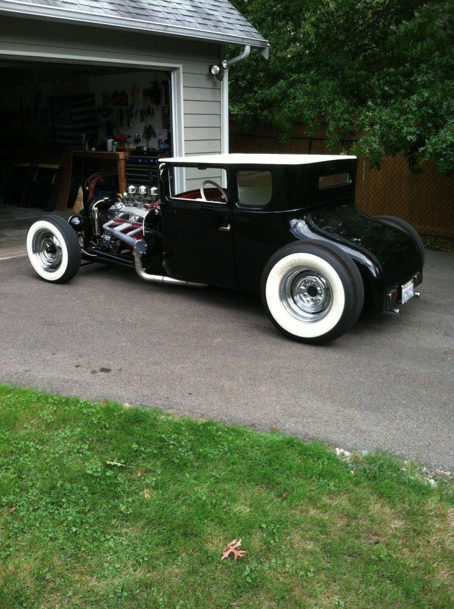 chopped-blackwhite-1926-ford-model-t-coupe-hot-rod-for-sale-2017-01-24-1.jpg