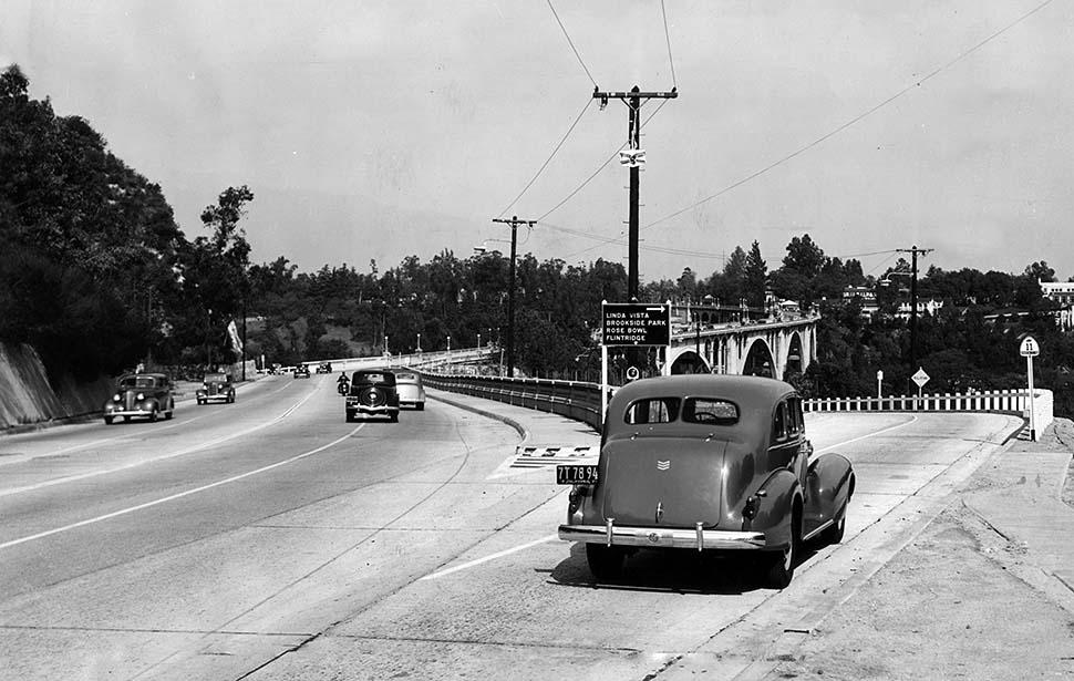 colorado street bridge 1930s.jpg