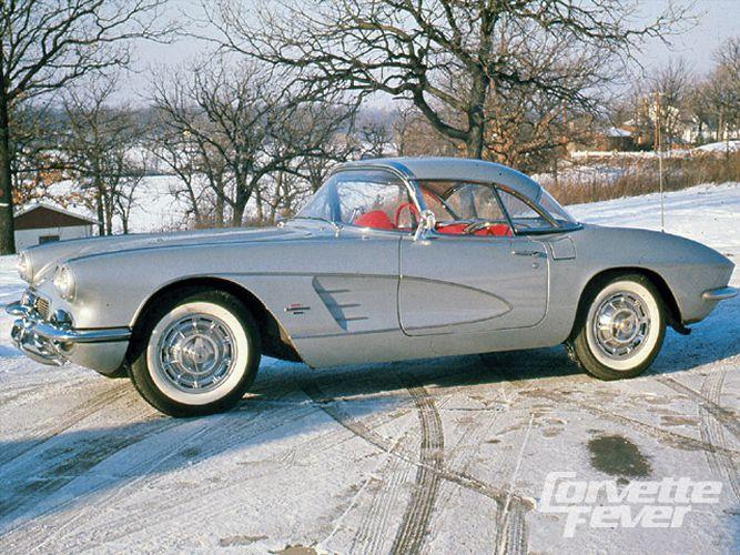 corp_0911_04_z+corvette_history+1961_corvette+side_view.jpg