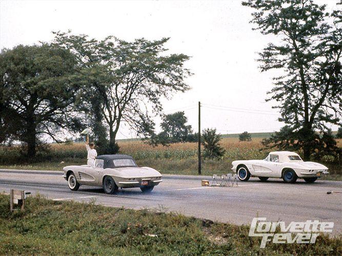 corp_0911_08_z+corvette_history+1961_corvettes+drag_racing.jpg