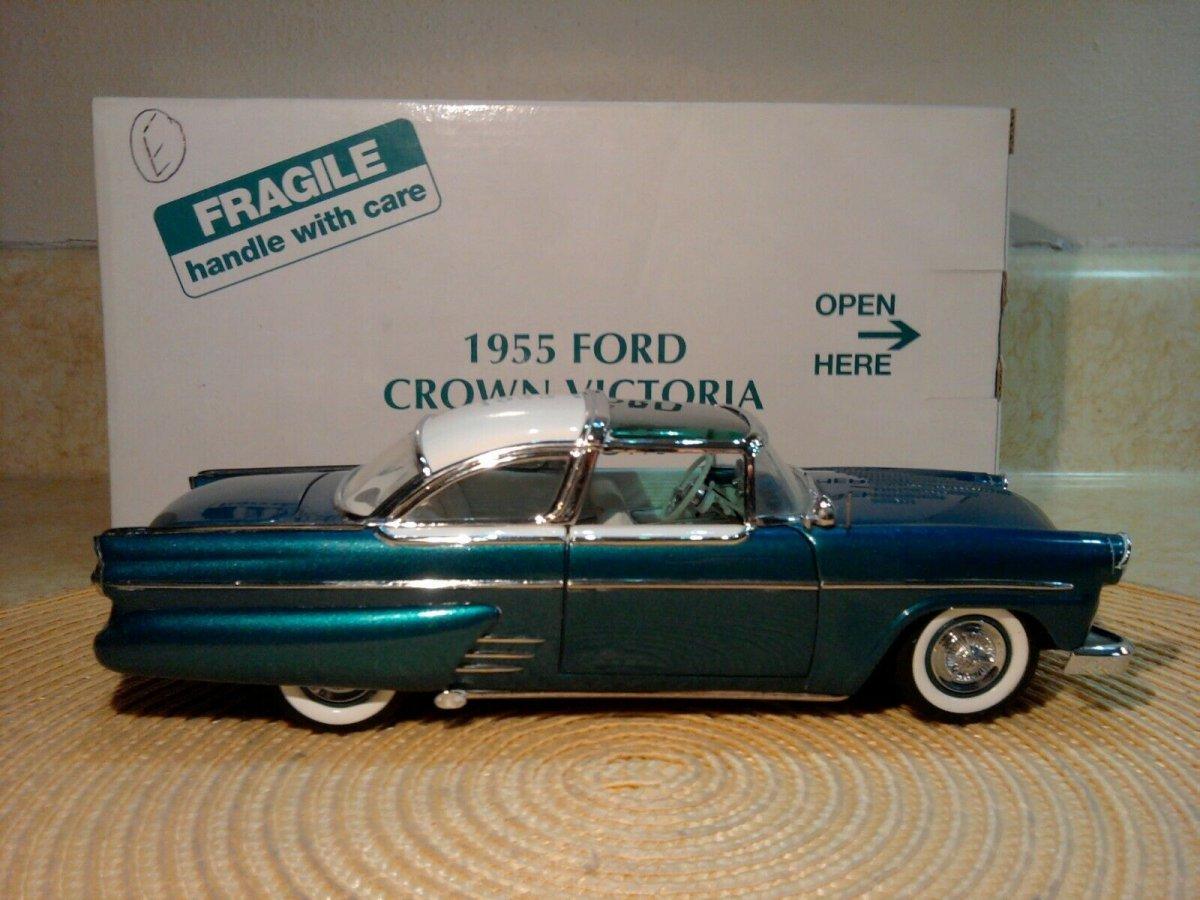 Danbury-Mint-1955-Ford-Crown-Victoria-Custom.jpg