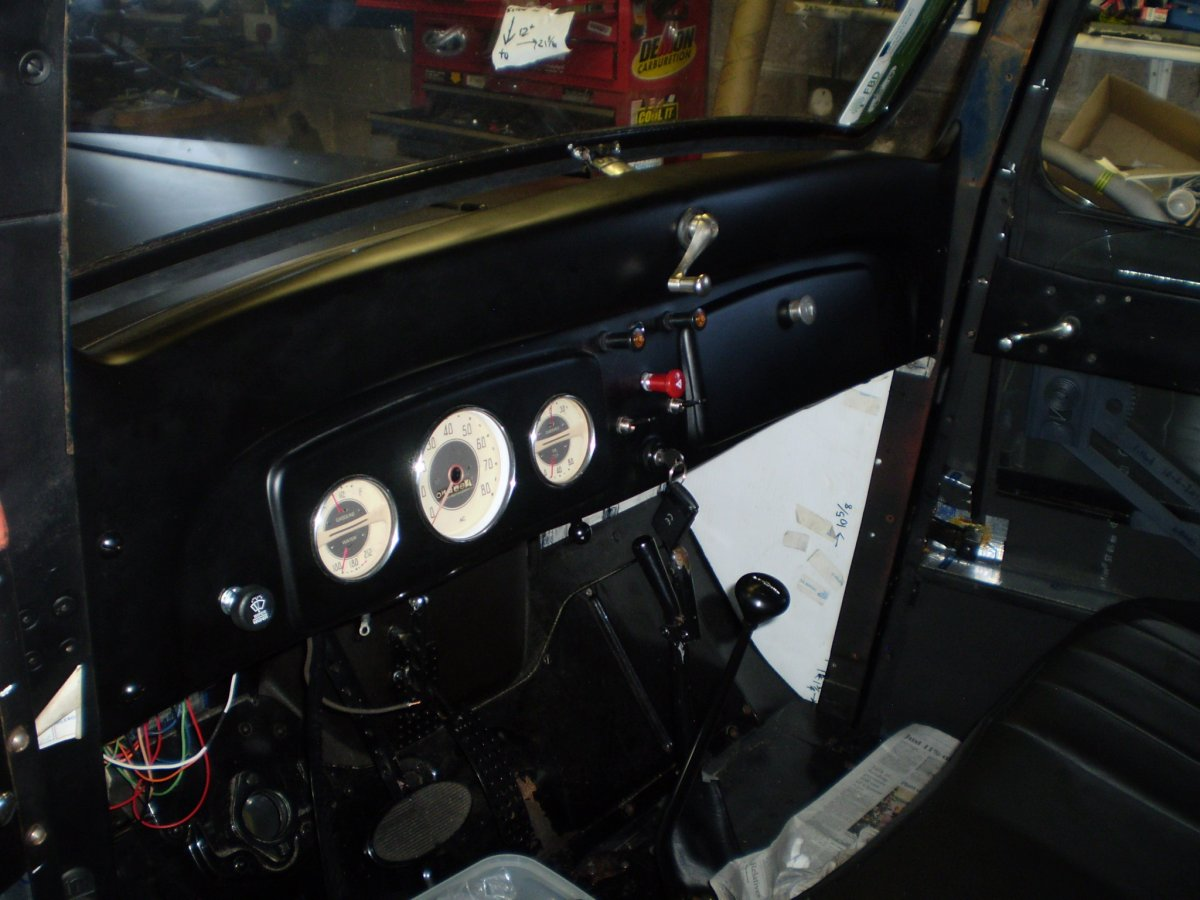 dash fitted at last with gauges 034.JPG