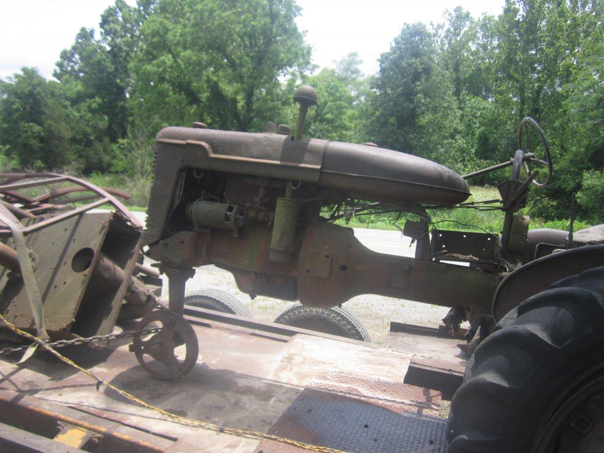 dead tractor 002.JPG