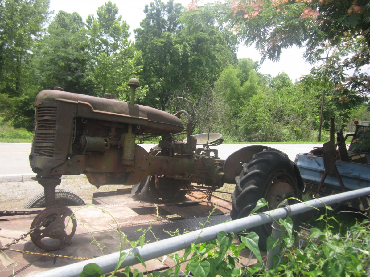 dead tractor 003.JPG