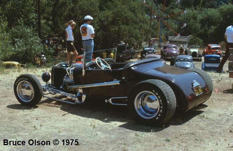 Dick Falk's '27 T Roadster (Dick Williams' 1953 AMBR) @ Andy's Picnic '75 (2).jpg