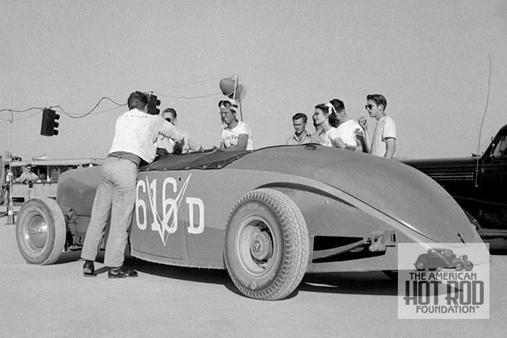 Dimmitt V16 Cadillac powered Zephyr @ El Mirage - June 1948.jpg