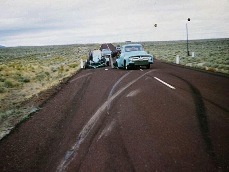 Donn Varner - Bonneville 1955 - trailer lost wheel (1).JPG