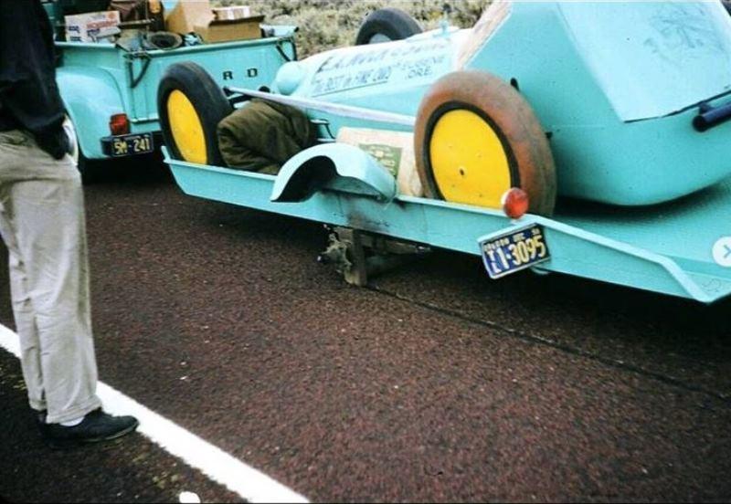 Donn Varner - Bonneville 1955 - trailer lost wheel (2).JPG