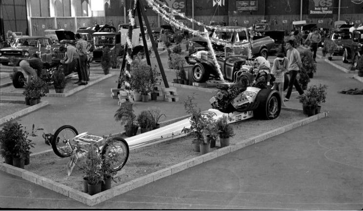 Dragster at Autorama.PNG
