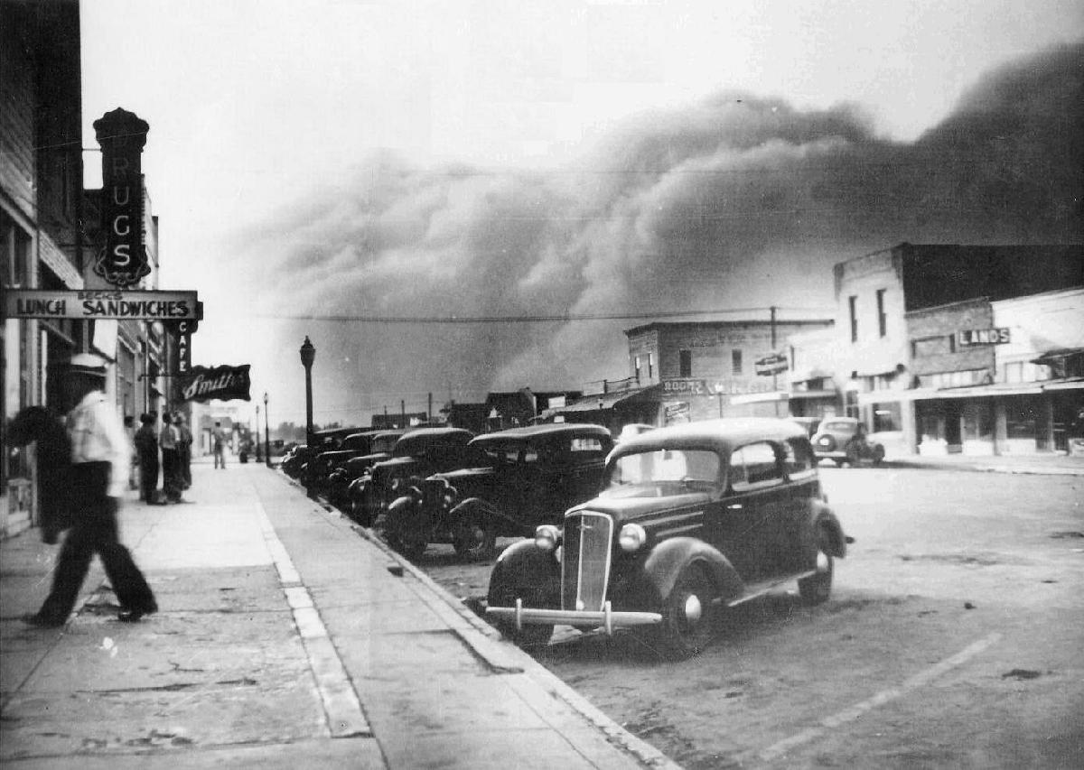 dust-storm-in-Elkhart-Kansas_1937.jpg