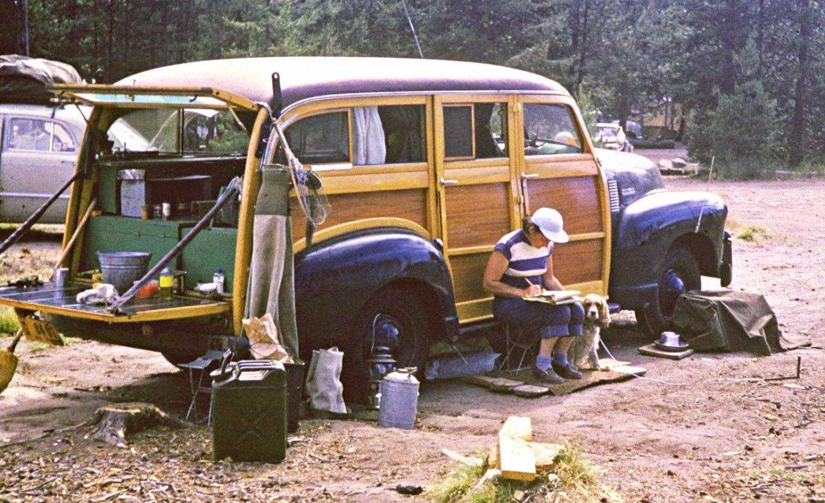 Early-1950s-Chevrolet-Suburban-Woodie.jpg