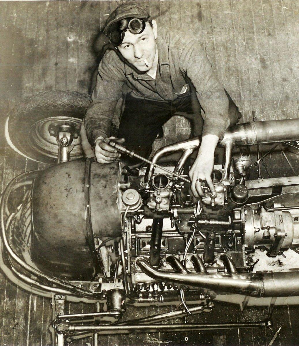engine1 Dick Harroun in 1941 wit.jpg