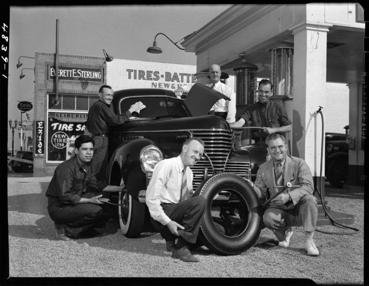 Everrett E. Sterling filling station and tire shop, Burbank, 1939 .jpg