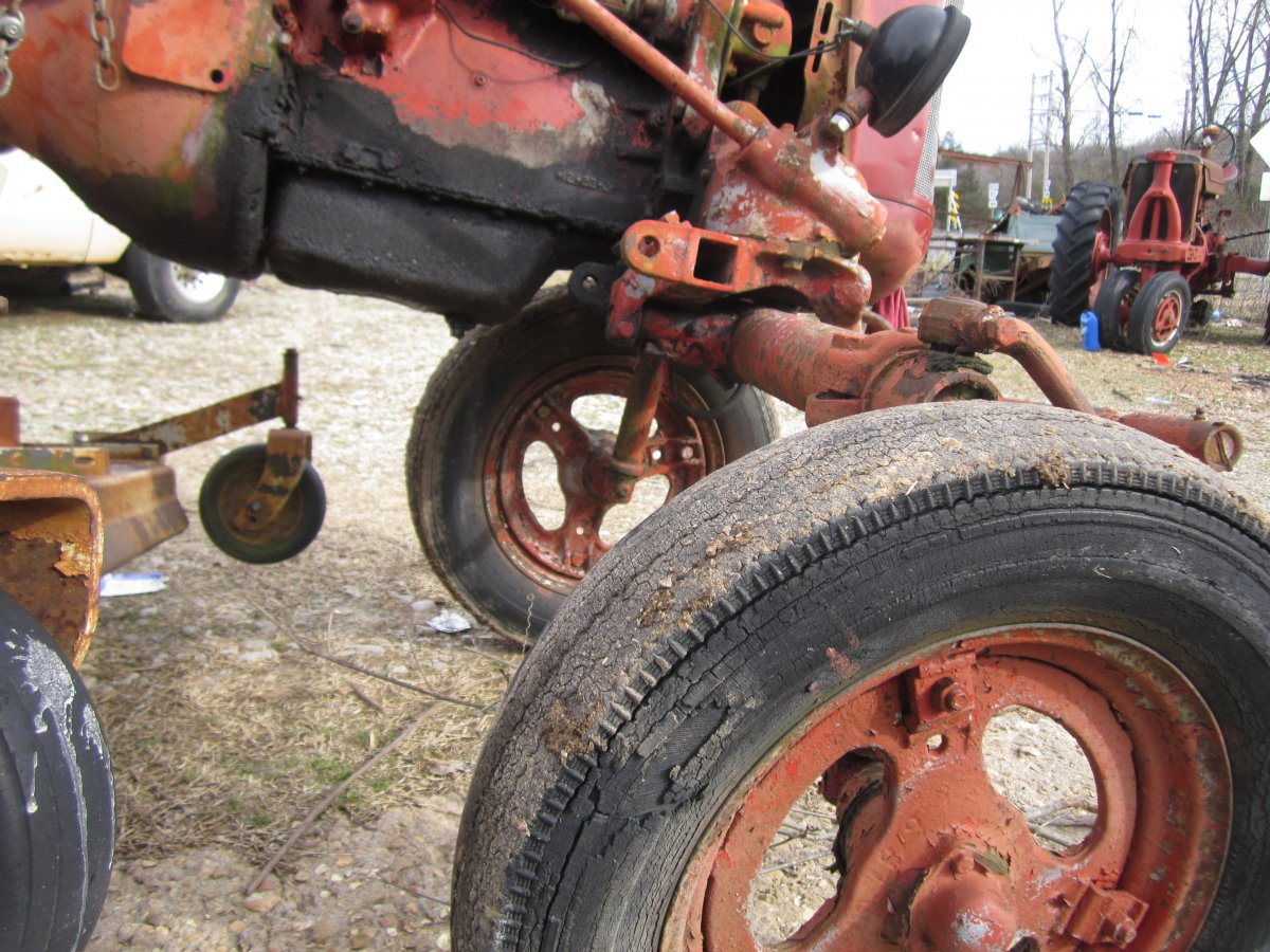 Farmall & woods mower 009.JPG