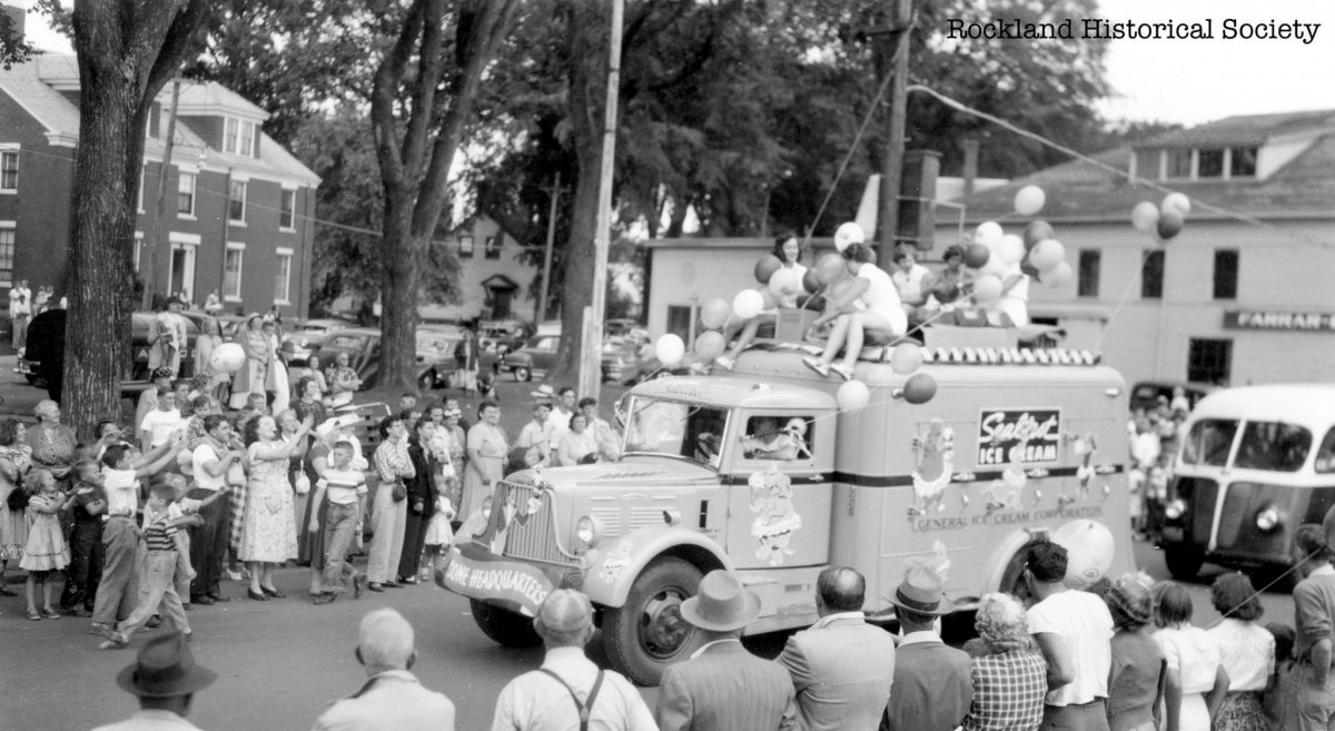Festival Parade 1951 Gay Park .jpg