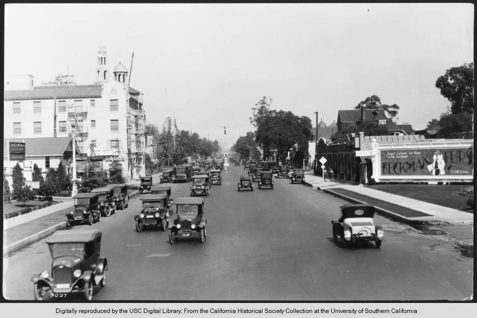 Figueroa_Street_at_28th_Street_looking_north_Los_Angeles_1924.jpg
