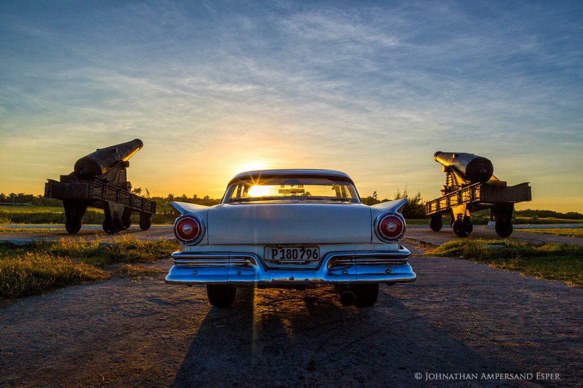 Ford-Fairlane-by-canons-of-Castillo-de-Tres-Reyes_1250px.jpg