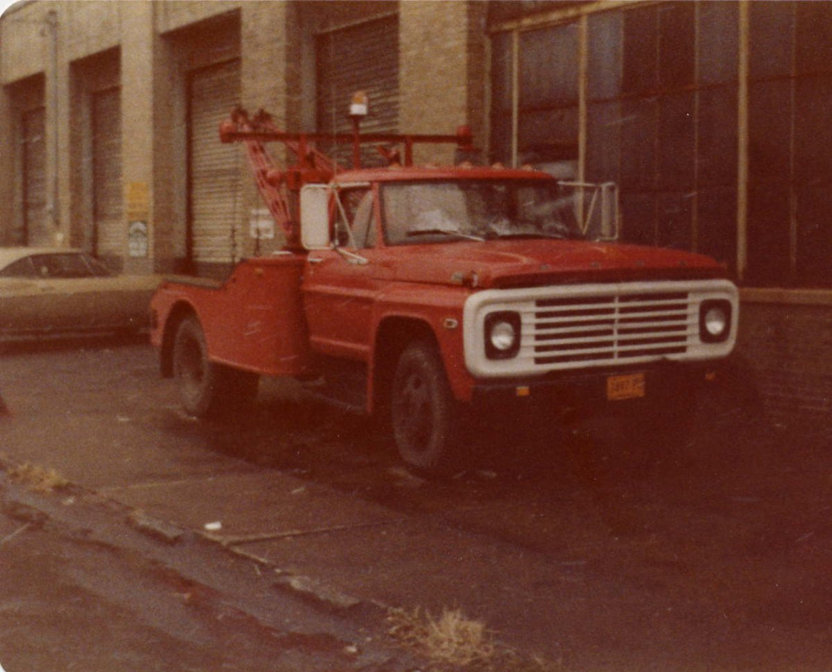FORD TOWTRUCK.jpg