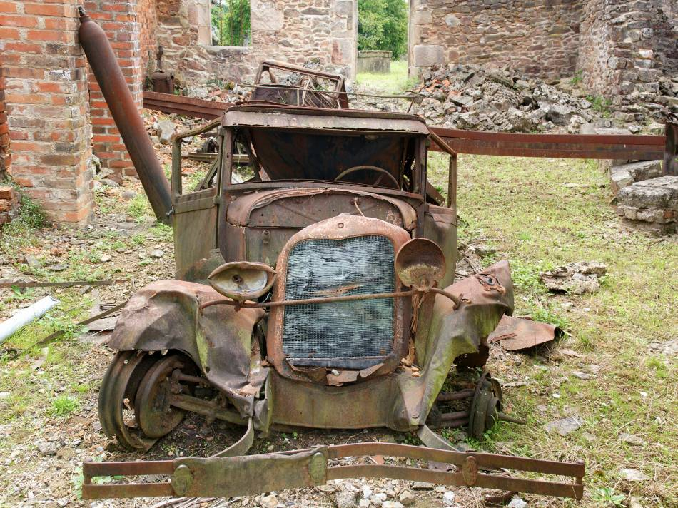 Ford_Model_A_(Oradour-sur-Glane).jpeg