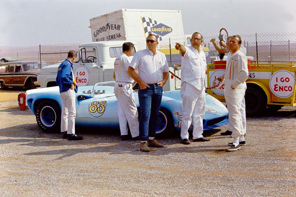 Foyt only ever started one Can-Am race; Riverside 1966, in this Lola T70.jpg
