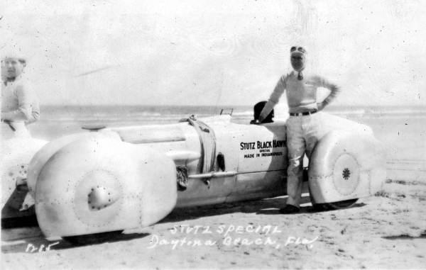 Frank Lockhart posing in front of the Stutz Black Hawk Special in 1928.jpg