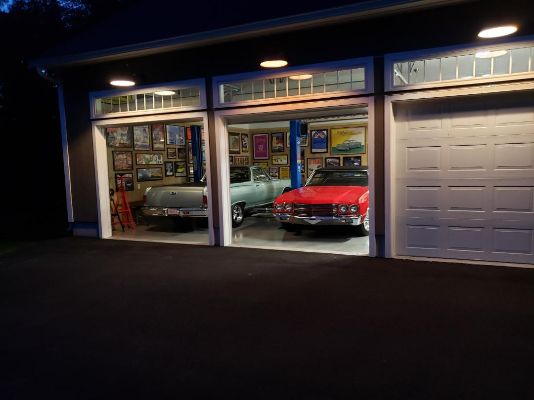 garage with elcamino and chevelle.jpg