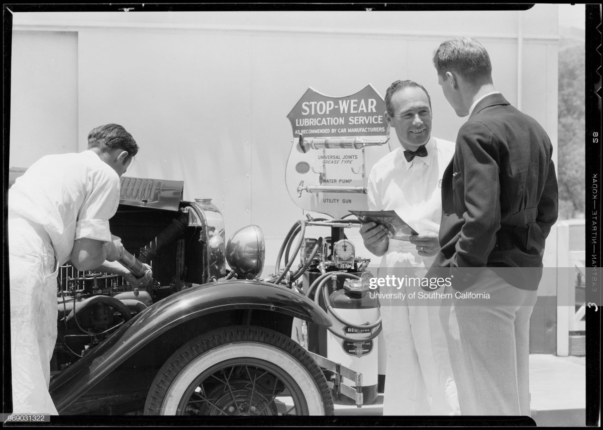 gas11 Stop Wear publicity, Union Oil Co., Southern California, 1933.jpg