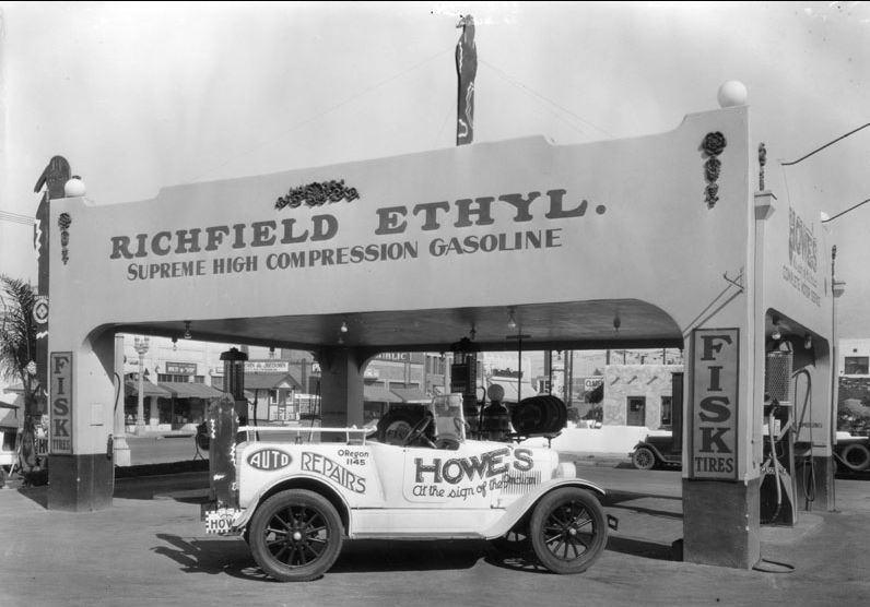 gas17 Hollywood 1930.JPG