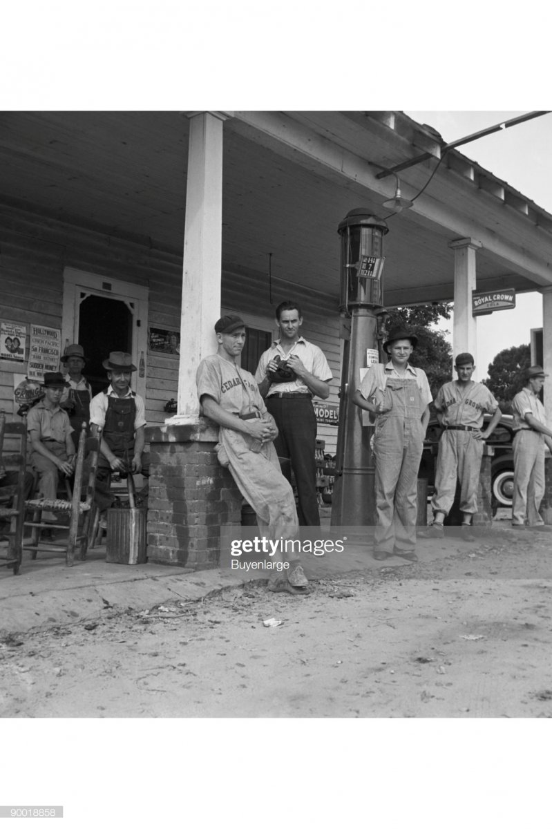 gas2 1939 Chapel Hill, North Carolina.jpg