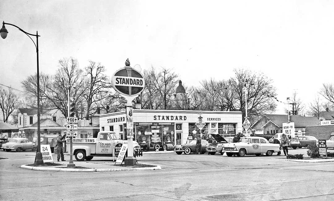 gas2 Colaw's Standard Service Station, Route 66 Carthage, Missouri 50s a.jpg