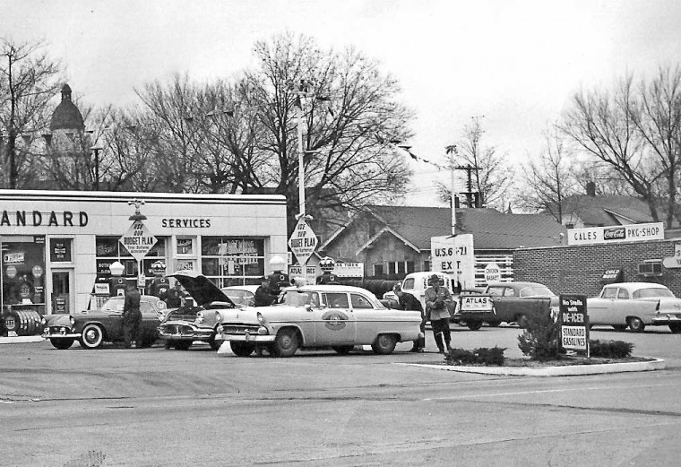 gas2 Colaw's Standard Service Station, Route 66 Carthage, Missouri 50s b.jpg