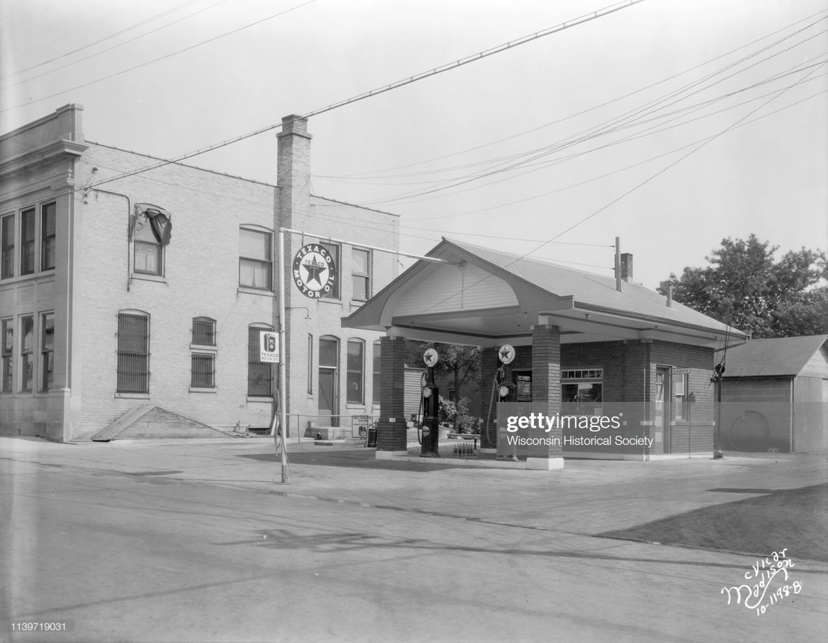 gas3 Mount Horeb, Wisconsin, July 4, 1929.jpg