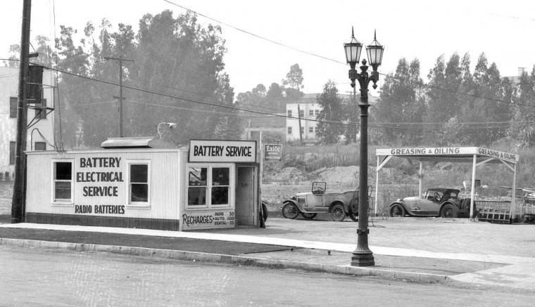 gas5 Nielson's Super Service Station – Los Angeles, California 1928 2.jpg
