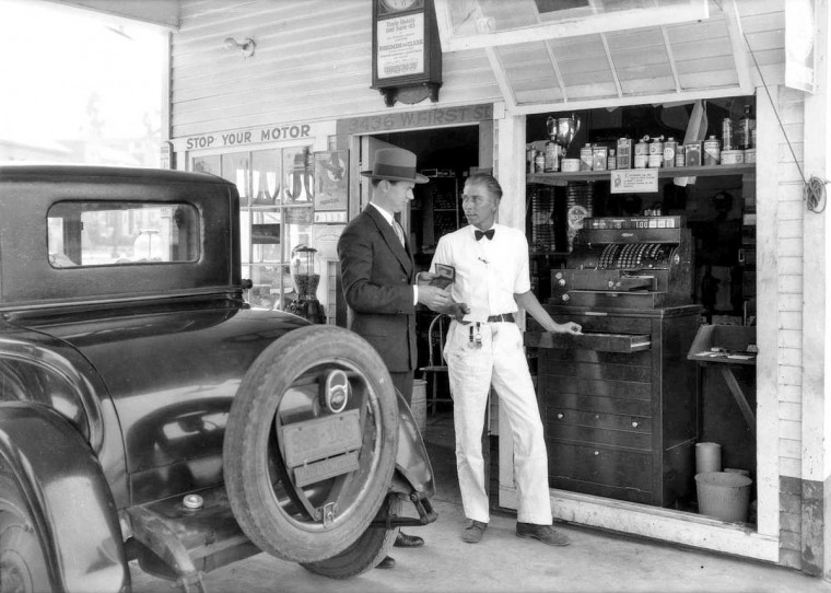 gas5 Nielson's Super Service Station – Los Angeles, California 1928 3.jpg