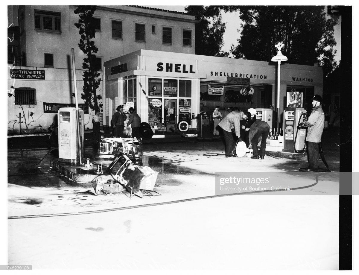 gas5 Victim of heart attack sets gas pumps afire in gas station.jpg
