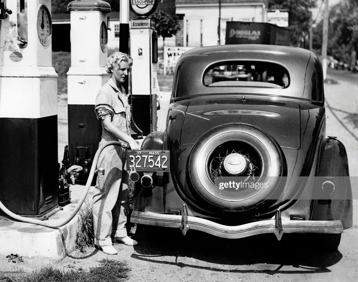 gas6 Danvers, Massachusetts, on September 5, 1937.jpg